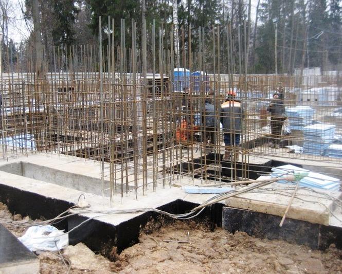 ленточный фундамент многоквартирного дома